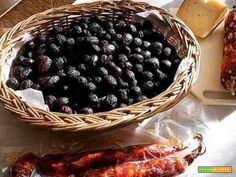 Ricotta, Olive Recipes, Smoothie, Waffles, Meat, Fruit, Breakfast, Buffet, Pizza