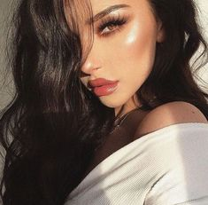 Black hair is classy, natural, and perfect for matching with any skin tone. Check out the latest trends in hair styling that you can do with warm black hair. Glam Makeup, Cute Makeup, Skin Makeup, Makeup Tips, Black Hair Makeup, Beach Makeup, Brunette Makeup, Full Face Makeup, Flawless Makeup
