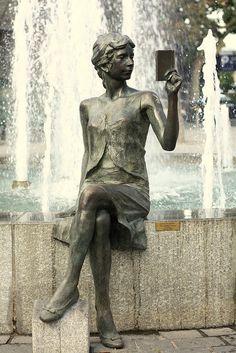 """""""La liseuse"""" (The reader) - Bronze sculpture by Cyril de la Patellière - Gap, France"""