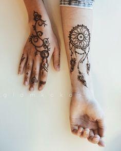 orient moon, Роспись хной на руках, мехенди, классическое мехенди, роспись хной на пальцах, на пальцах, на ладошке, роспись хной на ладошке, красивый фон, тату хной, фото рук, красивое фото рук, самозамес хны, мехенди, хна, фото, henna, mehendi, ловец снов, перья