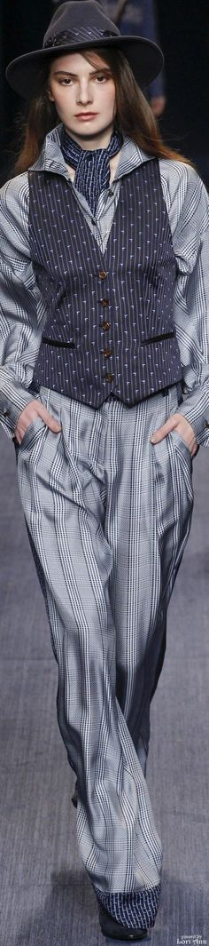 Trussardi Fall 2016 Ready-to-Wear Fashion Show Look Fashion, Spring Fashion, Winter Fashion, Fashion Show, Fashion Design, Fashion Trends, Style Work, My Style, Tartan