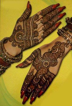 """Share this on WhatsAppThe Arabic mehndi designs are usually visible on wedding day and """"Henna nights"""". They also call Henna night as """"the night before [. Simple Arabic Mehndi Designs, Beautiful Henna Designs, Beautiful Mehndi, Latest Mehndi Designs, Mehndi Designs For Hands, Henna Tattoo Designs, Bridal Mehndi Designs, Bridal Henna, Mehandi Designs"""