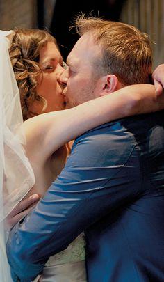 Officieel getrouwd! De foto van dit bruidspaar zegt meer dan 1000 woorden. En, hebben jullie al een trouwdatum geprikt? #Mereveld Utrecht in TOP 5 populairste trouwlocaties van Nederland!