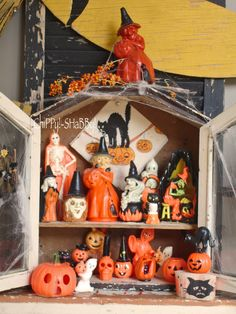 ViNtaGe H*A*L*L*O*W*E*E*N  Gurley Candle collection!  Great display cabinet!!