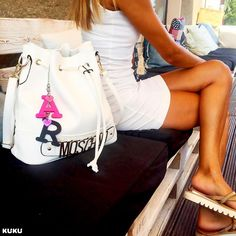 KUKUMOSCHINO PinkⒶ BlackⓇ #ilovekuku #moschino  www.ilovekuku.com Moschino, Bucket Bag, White Shorts, Photo And Video, Videos, Instagram, Fashion, Fashion Styles, Moda