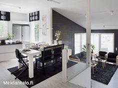 talo rinteeseen - Portaat, kerroksellisuus, keittiö ja ruokailutila ylempänä, olkkari alhaalla