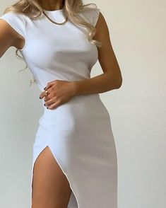 The Slit Dress is everything - don't you think? Composition and care: polyester, cotton, spandex Additional info: high slit, midi dress, ribbed fabric Mode Ootd, Look Fashion, Fashion Tips, 2000s Fashion, Girl Fashion, Winter Fashion, Dress Fashion, Fashion Clothes, Korean Fashion