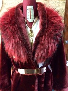 Cuello de zorro Fur Coat, Concept, Store, Jackets, Fashion, Dress Shops, Down Jackets, Moda, Fashion Styles