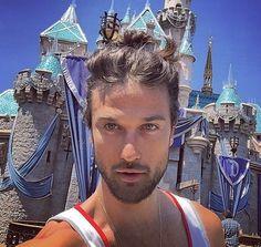 #Manbuns of #Disneyland : des hommes, des chignons... et Mickey sur Instagram. #Bebuzz