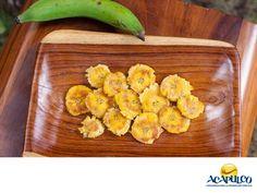 #comidaacapulqueña Saborea un sabroso plátano macho hervido. TIPS DE COCINA. El plátano macho hervido es una comida sana, deliciosa y con mucho sabor también. Éste se puede ocupar como guarnición para acompañar platillos fuertes o agregarle diferentes ingredientes y aderezos, para darle un sabor muy particular. Lo encontrarás en prácticamente todos los restaurantes de Acapulco, donde te recomendamos probarlo en tu siguiente visita. www.fidetur.guerrero.gob.mx