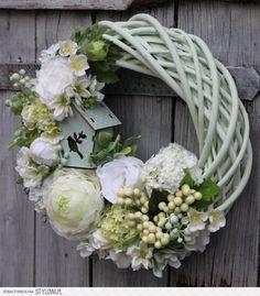 Stylowi.pl - Odkrywaj, kolekcjonuj, kupuj Wreath Crafts, Diy Wreath, Door Wreaths, Easter Wreaths, Summer Wreath, How To Make Wreaths, Memorial Day, Flower Arrangements, Floral Wreath