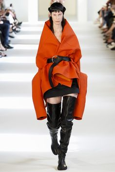 The complete Maison Margiela Fall 2016 Couture fashion show now on Vogue Runway.