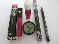 MarieNatie: Organic Makeup set    Bid now: https://www.greenlivingmarketplace.ca/item.cfm?category=1037312605=ch=1037306175    The set consists of MarieNatie lip gloss, eyeliner, eyeshadow and lip balm.    Encouraged by growing awareness of natural cosmetics and concern over what she was putting on and in her skin, MarieNatie Cosmetics founder Marie Yang researched, sourced ingredients and tested products until she was satisfied she had created the best natural products available.