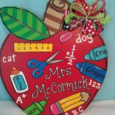 Teacher Door Hangers, Teacher Doors, Classroom Welcome, Classroom Decor, Teacher Graduation Gifts, Teacher Gifts, Apple Classroom, Staff Appreciation Gifts, Teacher Wreaths