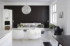 La maison d'Anna G.: Black & white