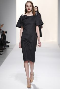 Chalayan Fall 2014 Ready-to-Wear Fashion Show Fashion Week 2015, Review Fashion, Fashion Show, Fashion Design, Celebrity Fashion Outfits, Hussein Chalayan, Power Dressing, Vogue Australia, Dressed To Kill