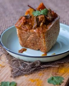 Lamb bunny chow is a street food dish, originating in Durban, South Africa. Traditionally served in ¼ loaves of hollowed out bread, #bunnychows are a delicious, messy finger food affair. Use the crusty bread as your bowl and cutlery! Can be made with a #Wonderbag!