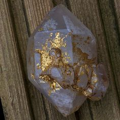 themineralogist:  Native Gold on Quartz (by Hypocentre)