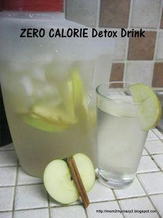 DAY SPA APFEL-ZIMT DETOX DRINK Dieses leckere Detox Wasser hat nicht nur keine Kalorien, es hilft Ihnen auch schlank zu werden, den Körper zu entgiften und den Stoffwechsel anzukurbeln. Nehmen Sie einen großen Krug und schneiden Sie zwei mittelgroße Braeburn Äpfel hinein. Dazu 2-3 Stangen Zimt. Sie können den Krug mit den gleichen Zutaten mehrmals wieder auffüllen.  Bild & Rezept von www.mom2mycrazy2.blogspot.de