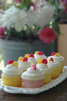lil lemon cuppies with cream cheese frosting . . . so cute . . . proving my theory that pink and yellow are meant to go together.