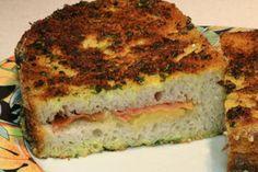 """Cuisine-facile.com : Pain perdu façon """"cordon bleu"""" : Vous connaissez peut-être les 'cordon bleu' ces préparations pannées à base de veau, de jambon, et de fromage fondu dont tous les enfants ou presque raffolent ?En voici une version plus légère, très moelleuse, à base de pain, traité comme un pain perdu, c'est à dire imbibé d'œuf, puis pané aux herbes et grillé."""