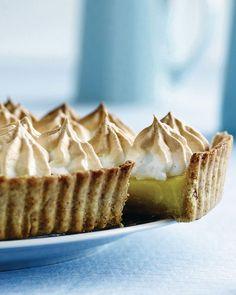 Mon ikke denne citrontærte skal afprøves i weekenden :) Cake Recipes, Dessert Recipes, Summer Cakes, Fashion Cakes, Lemon Desserts, Occasion Cakes, Food Cakes, Delicious Chocolate, Cakes And More