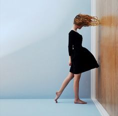 Gravity Defying Pictures - Conceptual Photography - Designzzz