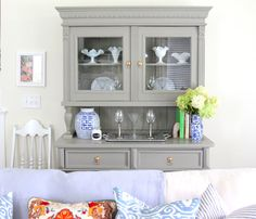tutorial for re-painting hutch using chalk paint (NOT chalkboard paint)
