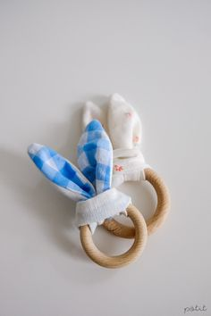 Wenn Ostern vor der Türe steht und sich sonntags ein paar freie Minuten finden, dann bedeutet das: Dieses Jahr gibt es selbst gemachte Geschenke. Gute Nachrichten für 2 die zwei kleinsten Zwerge, die sich dieses… Read More