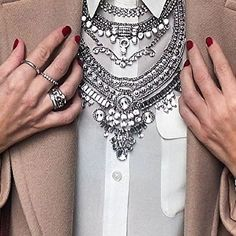 Glamorous Over The Top Statement Necklace #jewelry #glam #necklace #fashion #style #fashionista - 27,90€ @happinessboutique.com