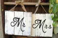 Mr and Mrs Wooden Signs Wedding Signs por RescuedandRepurposed