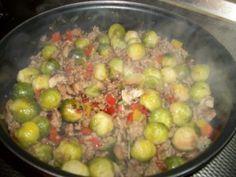 Spruitjes roerbakschotel met gehakt,paprika en champignons - Lekker Tafelen