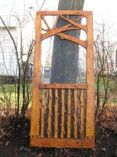 A screen door that is both rustic and artistic. Not sure about this exact design. Katharina Sp mimmizwuckel palet A screen door that is both rustic and artistic. Not sure about this exact design, but the concept is good Katharina Sp A screen door Adirondack Furniture, Log Furniture, Adirondack Decor, Western Furniture, Painted Furniture, Furniture Ideas, Furniture Design, Sliding Screen Doors, Wood Screen Door