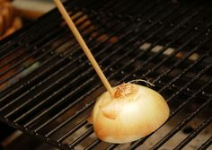 Clean the Grill with an Onion is listed (or ranked) 5 on the list BBQ Hacks Every Grill Master Should Know Bbq Pitmasters, Barbecue, Bbq Grill, Grill Grates, Grilling Tips, Grilling Recipes, Best Portable Grill, Shucking Corn, Clean Grill