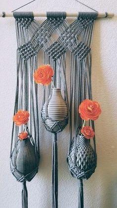 Large Triple Flower Vase Grey Wall Hanging//Gray Boho Modern Macrame (Maisie) - art and craft - Vase ideen Macrame Wall Hanging Diy, Macrame Art, Macrame Projects, Macrame Knots, Diy Projects, Macrame Wall Hangings, Macrame Modern, Micro Macramé, Macrame Design