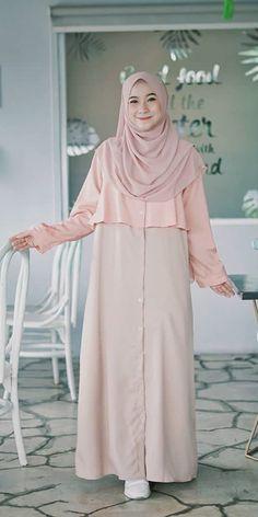 Abaya Fashion, Muslim Fashion, Fashion Dresses, Hijab Style Dress, Abaya Style, Muslim Dress, Pakistani Dresses, Bookshelf Organization, Pink Dress