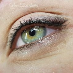 Permanent Makeup - Permanent make-up of the eyelids immediately after the procedure Top-ma - Semi Permanent Eyeliner, Permanent Makeup, Tattoo Girls, Tattoo Studio, Makeup Tips, Eye Makeup, Eyeliner Techniques, Eyeliner Tattoo, Make Up Tricks