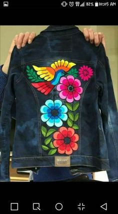Embroidery denim jeans style ideas,Embroidery denim jeans style ideas Good ideas for wonderful embroidery By embroidering wonderful styles, small numbers or wonde. Painted Denim Jacket, Painted Jeans, Painted Clothes, Mexican Embroidery, Shirt Embroidery, Embroidery Fashion, Jean Bordado, Denim Art, Denim Ideas