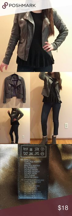 """Gray light weight Moto jacket Gently worn by me. Model is 5'2"""" 115lbs wearing this size Small jacket. They are not thick material and good to wear them with thin layer inside. ❌trade ❌hold ✅bundle discount Forever 21 Jackets & Coats"""