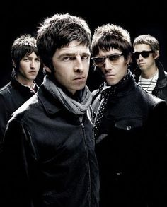 Noel Gallagher when he was with Oasis Foo Fighters, Radiohead, Bon Jovi, Oasis Music, Oasis Band, Liam Gallagher, Band Photography, Britpop, Band Photos
