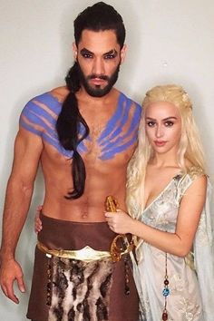 Looking for DIY Halloween Costumes? Here are Easy DIY Halloween Costumes for Kids and Adults. These Halloween Costumes are also for groups & couples. Cheap Halloween Costumes, Halloween Kostüm, Halloween Cosplay, Halloween Costumes For Kids, Halloween Makeup, Homemade Halloween, Awesome Costumes, Scary Costumes, Daenerys Targaryen Costume Halloween