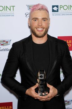 Gus Kenworthy pink hair - Celebrity hair transformations of 2019 Curly Hairstyles, Celebrity Hairstyles, Gus Kenworthy, Go Pink, Gorgeous Guys, New Haircuts, Hair Transformation, Olympians, American Horror
