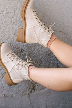 Fall Casual Boots For Woman 2020 has never been so Gorgeous! Since the beginning of the year many girls were looking for our Outstanding guide and it is finally got released. Now It Is Time To Take Action! See how...