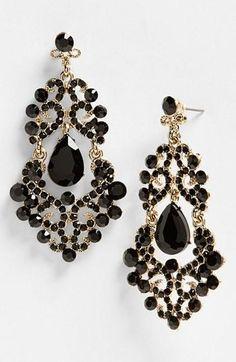 Black Gold Jewelry Statement earrings in onyx jewels. Jewelry Accessories, Fashion Accessories, Jewelry Design, Fashion Jewelry, Gold Fashion, Fashion Earrings, Fashion Ring, Chandelier Earrings, Dangle Earrings