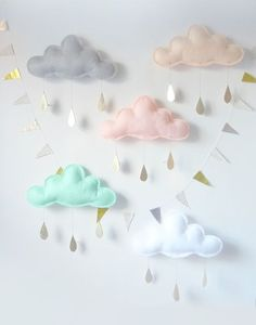 mobile Pluie de couleurs printemps > The butter flying