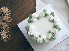 D.Story Cake  #dessert #flowercake #cake #buttercream #instackae #dessert…