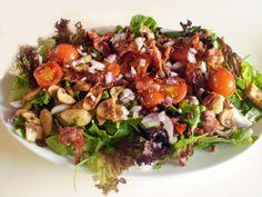 Salat med røde løg, champignon & bacon