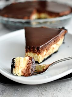 Chocolate Mousse Cheesecake Pie ~ Finally a chocolate cheesecake recipe that gives each a layer instead of diluting them down together.
