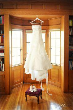 Classic and simple Vera Wang wedding gown. www.verawang.com