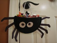 Ramblings of a Crazy Woman: Paper Plate Spider Candy Holder - perfect for a classroom craft